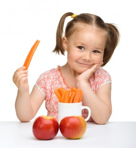 girl eat carrot apple